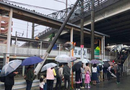 平成駅 行列